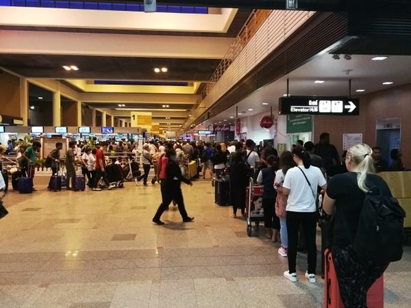 ドンムアン空港、めちゃめちゃ混んでるんでわ。